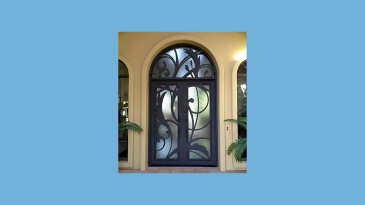 Pintu Kupu Tarung Artistik dari Kaca