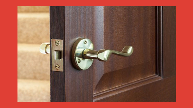 Keunggulan dan Kelemahan Pintu Kayu Mahoni