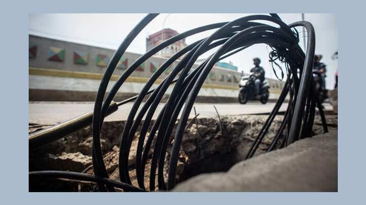 Pemasangan Kabel Tanah di Trotoar